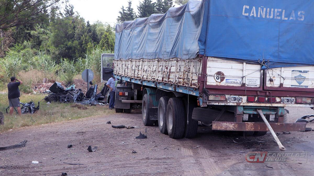 Choque entre auto y camión en Cañuelas