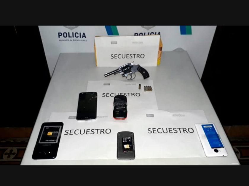 Cinco celulares y un arma de fuego secuestradas en allanamiento.