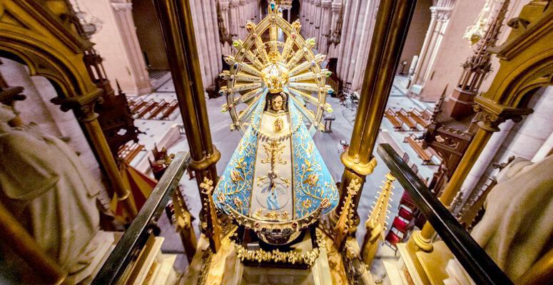 Virgen María en el Santuario de Luján