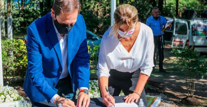 Marisa Fassi firmando convenios con Nación para obras en Cañuelas