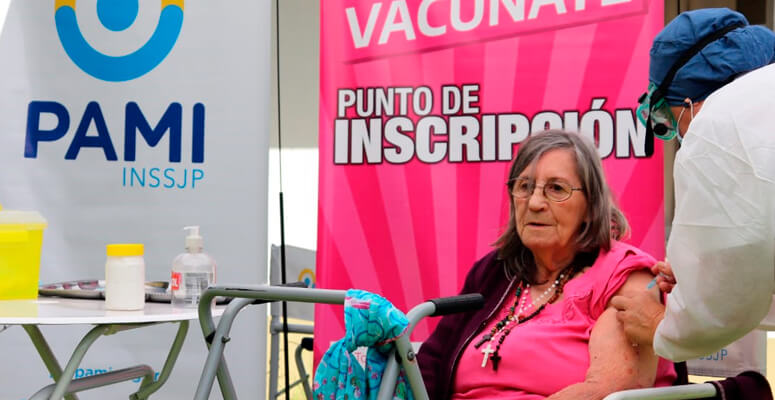 Abuelos del hogar San José fueron vacunados