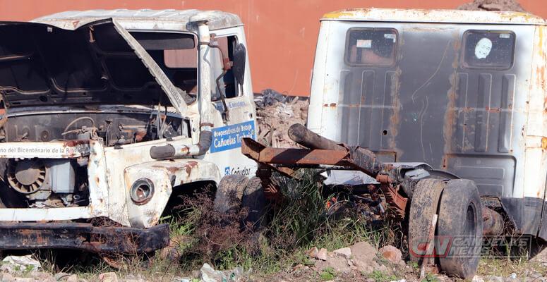 Camiones que fueron utilizados por el municipio, totalmente desmantelados.