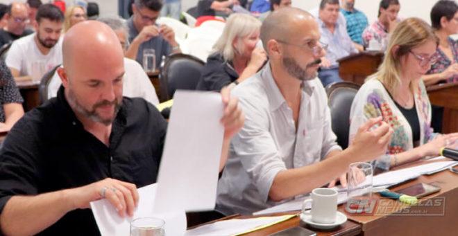 Sarlenga, Mazzanti y Márquez Antúnez en una de las últimas sesiones presenciales del 2019 en el HCD de Cañuelas.