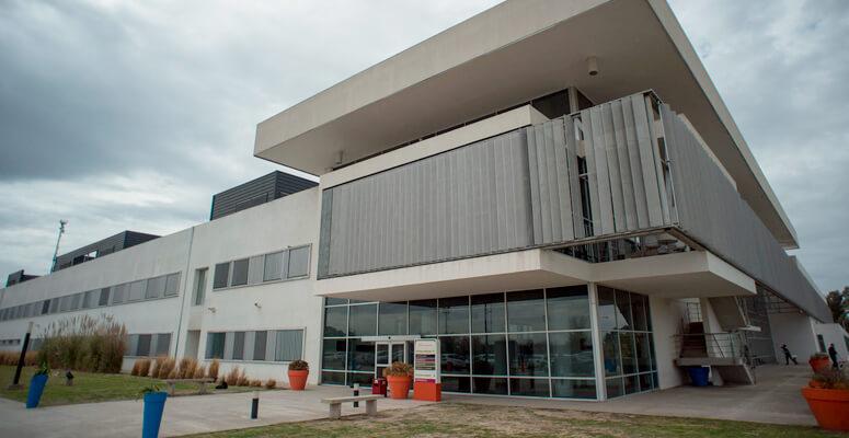Vacunatorio VIP en el Hospital Regional de Cañuelas.