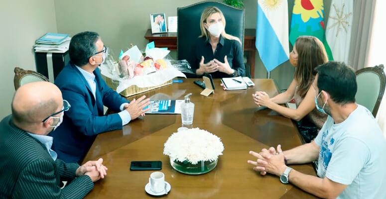Fassi reunida con las autoridades del INTI.