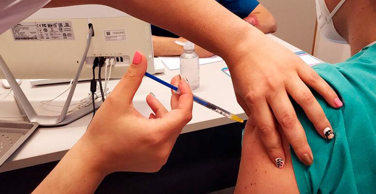 Vacunatorio VIP en el Hospital Regional.