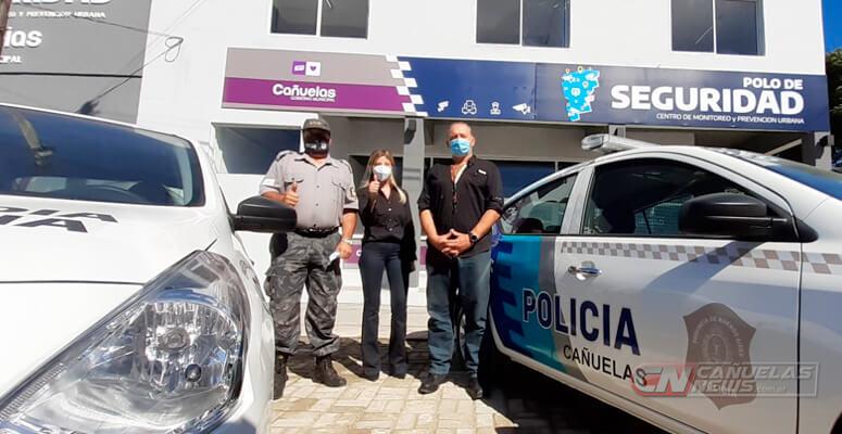 Berni y Fassi durante la entrega de móviles en Cañuelas.