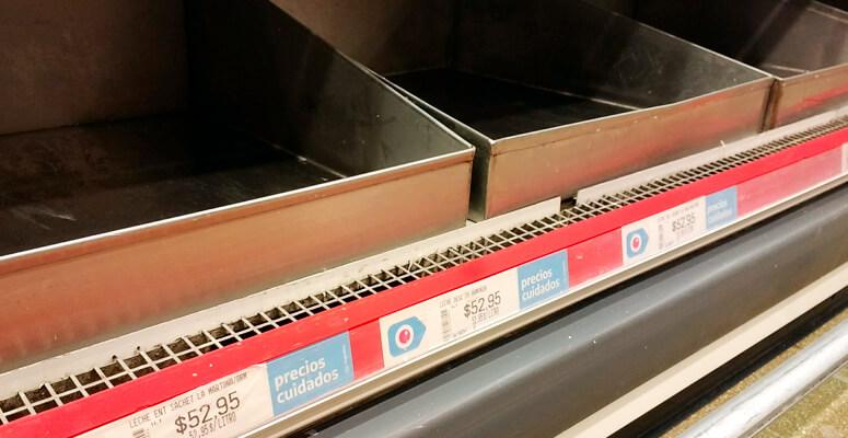 Se registran faltantes de leche en algunas góndolas de supermercados