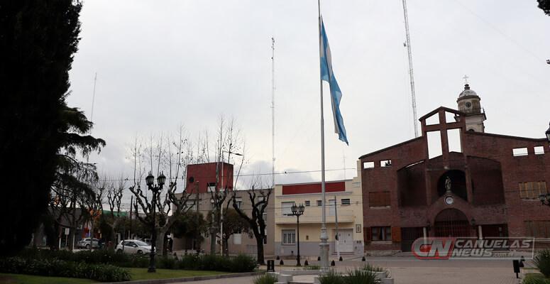 Bandera Argentina a media asta