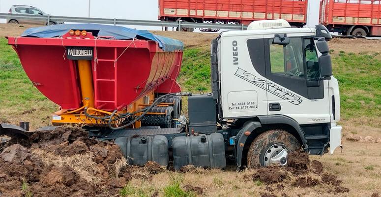 Despiste de camión sobre autopista Ezeiza-Cañuelas