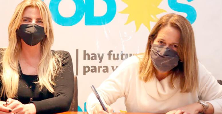 Valeria Ríos junto a Marisa Fassi