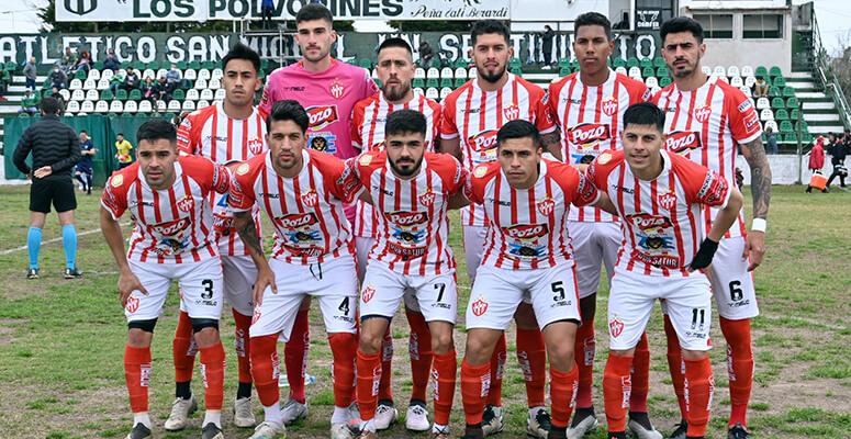 El equipo de Cañuelas formado antes de comenzar el partido