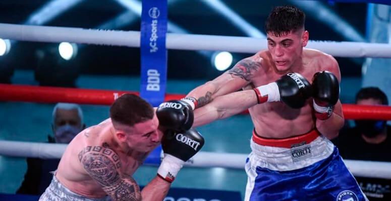 Claudio Daneff golpeando duro a De León