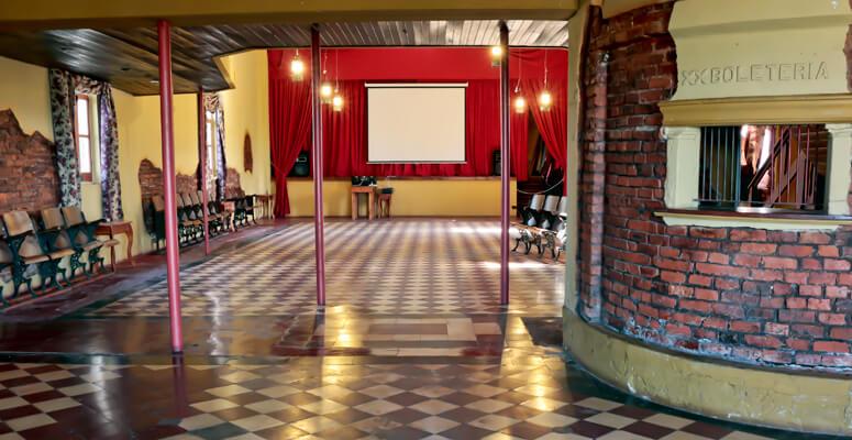 Interior Cine Club Colón Roque Pérez