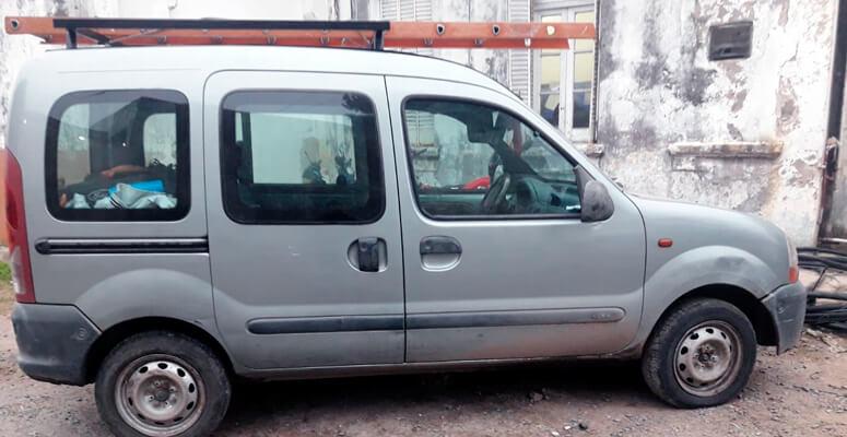 Vehículo en el que se movilizaban los secuestradores
