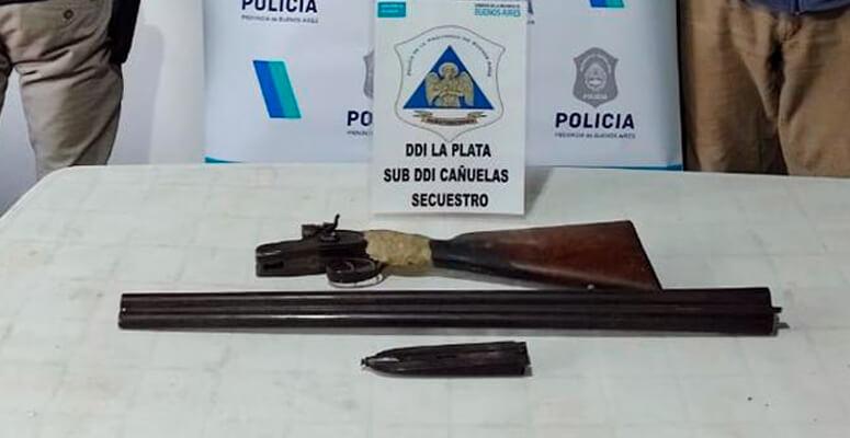 Arma secuestrada en el allanamiento.