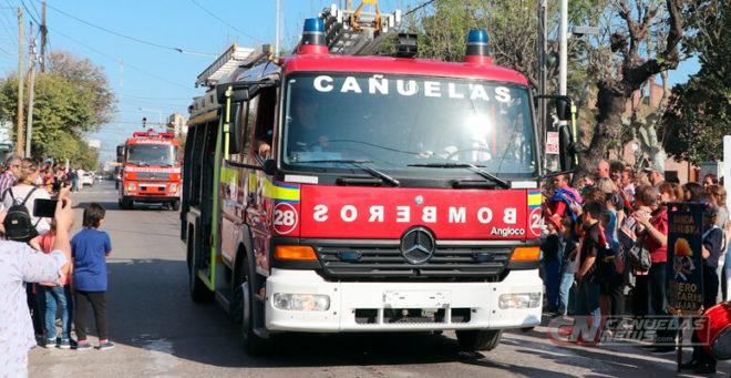 Desfile de bomberos durante el año 2019.