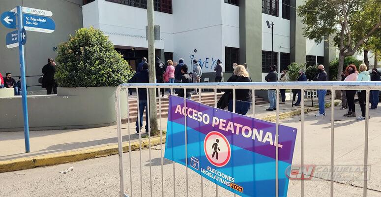 Votación en escuela 27 de Cañuelas.