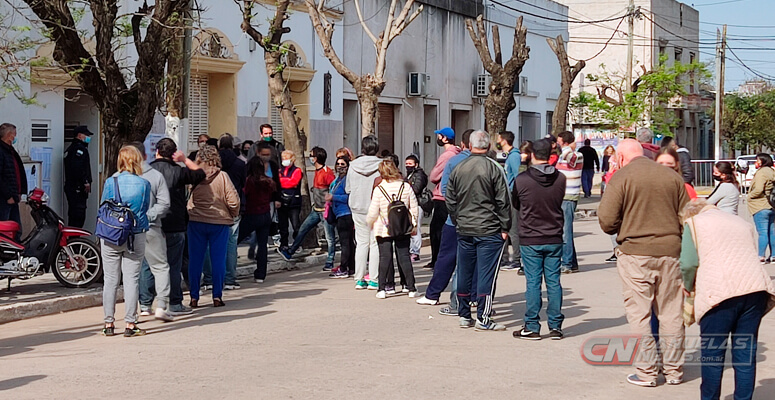 Votación en escuela secundaria Santa María