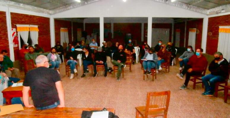 Vecinos durante la reunión