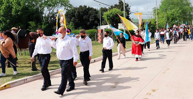 La Virgen Santa Ana encabezó los desfiles en la localidad.