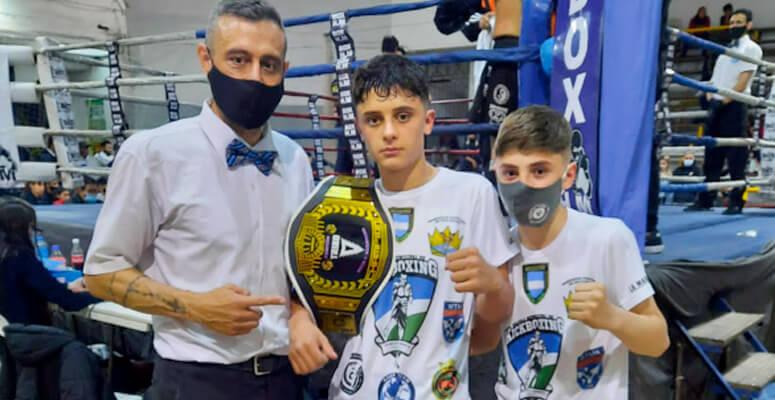 Walter Garavaglia junto a sus hijos Santiago y Francisco