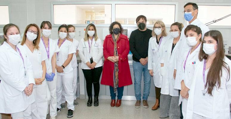 Vizzotti y Kreplac junto a parte de los profesionales del hospital
